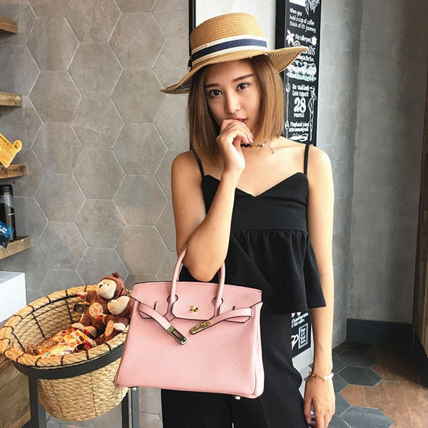 The use of leather-leather handbags