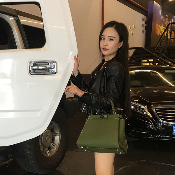 The use of leather-womens leather handbags