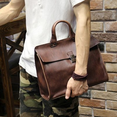 Leather Messenger Bag is Every Man Must Have in Their Wardrobe