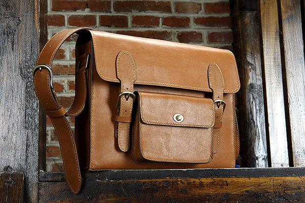 Make Sure the Handmade Leather Handbag Is Dry