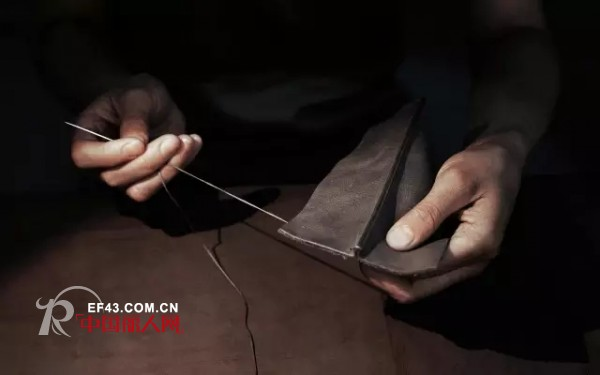 leather bag production process-Hand suture