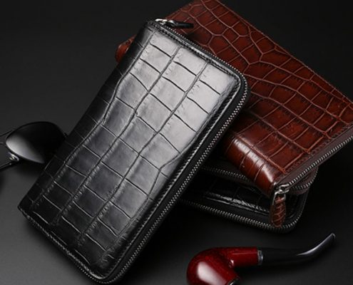 the texture of genuine crocodile wallet
